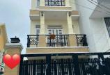 Nhà căn góc 2 mặt tiền , đường thông tứ tung,đường 6m. dt lửng 2 lầu